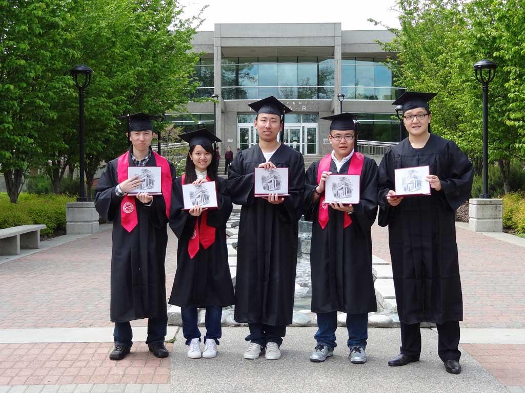 美国东华盛顿大学2012年毕业生张展图片